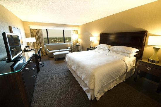 deluxe king room picture of sheraton memphis downtown. Black Bedroom Furniture Sets. Home Design Ideas
