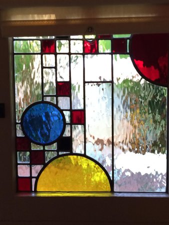 Gorgeous california craftsman style stained glass on the for Glass room bathroom chateau marmont