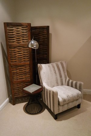 Sugar Hotel & Spa: Comfy chair within Room 7