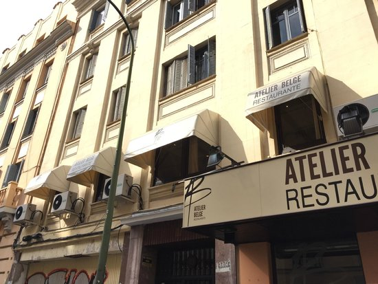 Awnings such a brussels feeling picture of atelier for Atelier cuisine bruxelles
