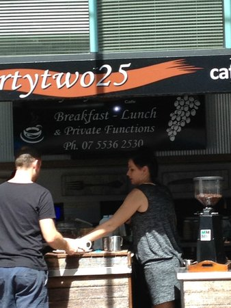 Fortytwo25 Cafe Wine Bar