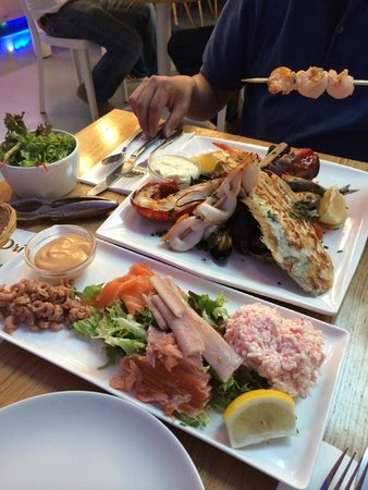 Mixed grill chef 39 s choice and plateau seafood bar for Seafood bar van baerlestraat