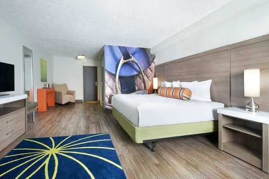 King bedroom picture of hotel indigo cleveland beachwood for Bedroom suites in cleveland ohio