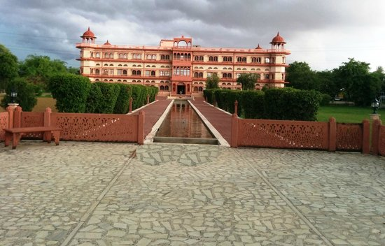Umaid Lake Palace - An Organic Retreat