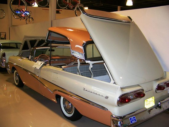 Dick 39 s classic garage car on display picture of dick 39 s for Garage auto luxe venissieux