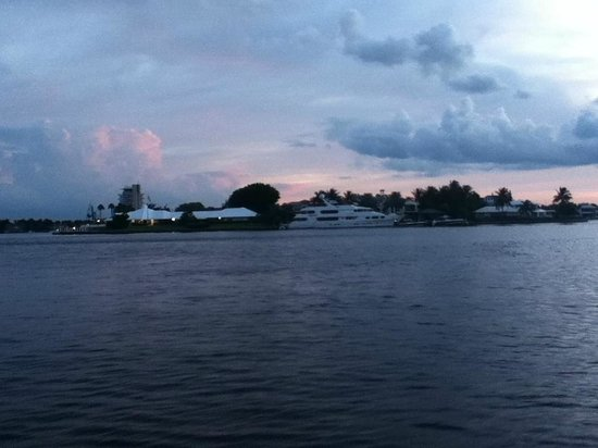 Southern Seas Resort and Hotel: Intercostal Canal