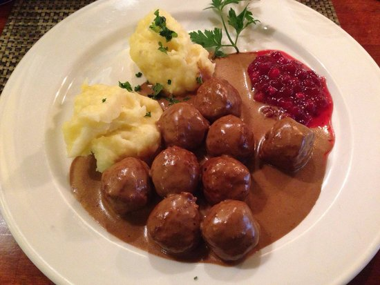 ... Samborombon: Swedish meatballs, mashed potatoes and lingonberry sauce
