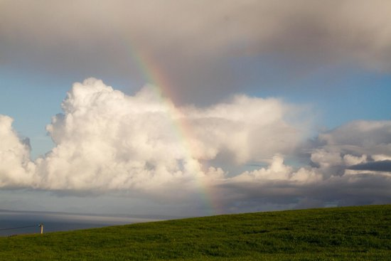 Ballinalacken Castle Country House: Another rainbow shot. Such a beautiful view!