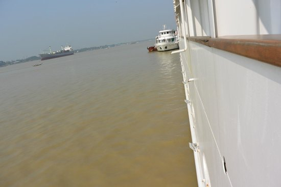 River view picture of vintage luxury yacht hotel yangon for Hotel vintage luxury yacht