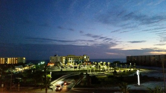 Emerald Coast Inn & Suites: View from the room.