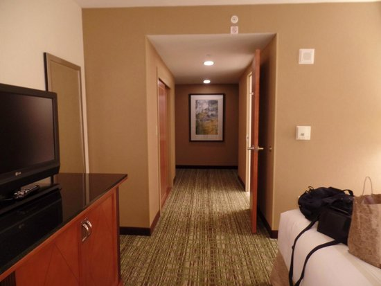 Fremont Marriott Silicon Valley : at the end of this is another hallway to the right (entrance)