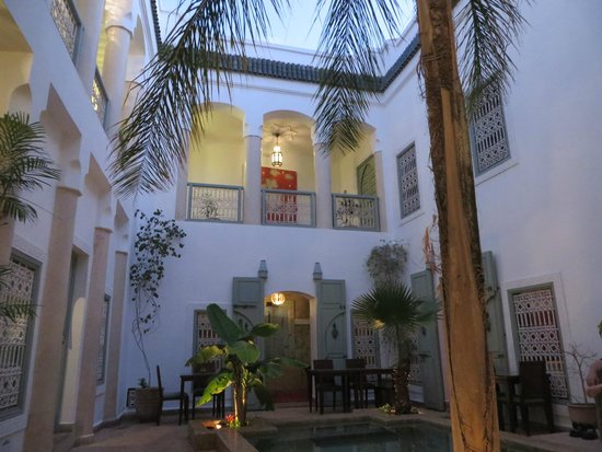 Riad les Hibiscus: beside the pool