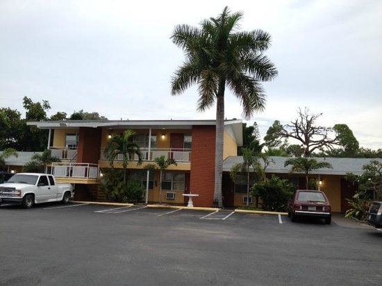 Regency Inn & Suites: View from the parking lot