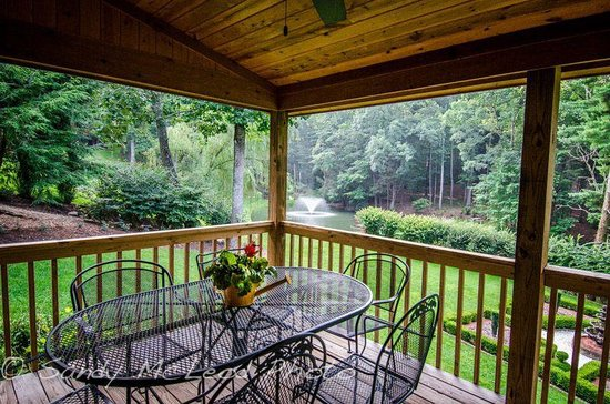 Back deck of mom 39 s manor picture of asheville cabins of for Tripadvisor asheville nc cabin rentals