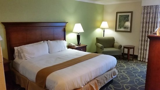Photo of Holiday Inn Express Charleston-Summerville