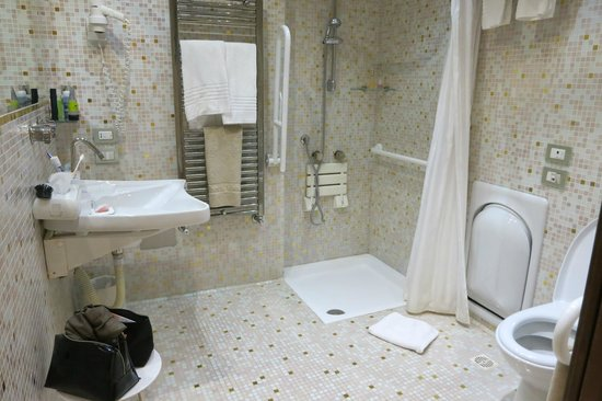 salle de bain amenagement handicape photo de hotel With amenagement salle de bain handicape