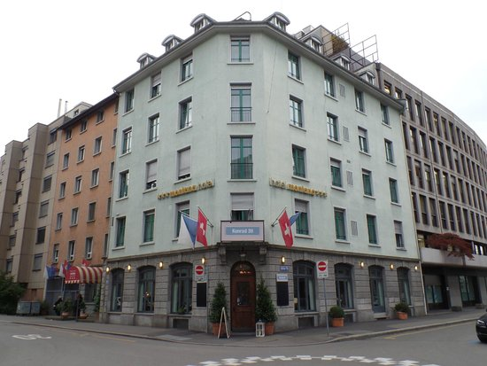 Hotel Montana from the street.