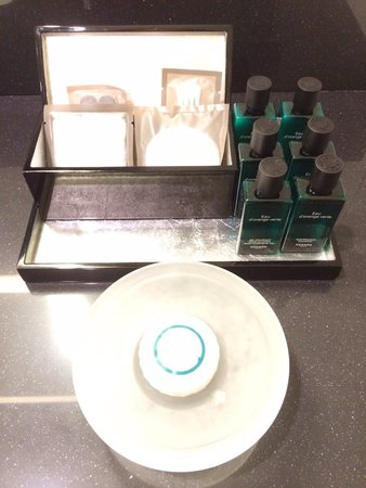 Sofitel Brussels Europe: Hermes shampoo, conditioner, lotion & shower gel, & vanity kit.