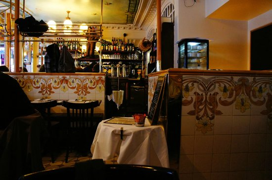 Restaurante le petit marcel picture of brasserie le - Le petit salon paris ...