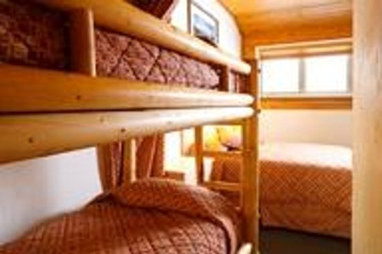 Main Lodge Suite 1 Bedroom With Divider Curtain 1 Queen
