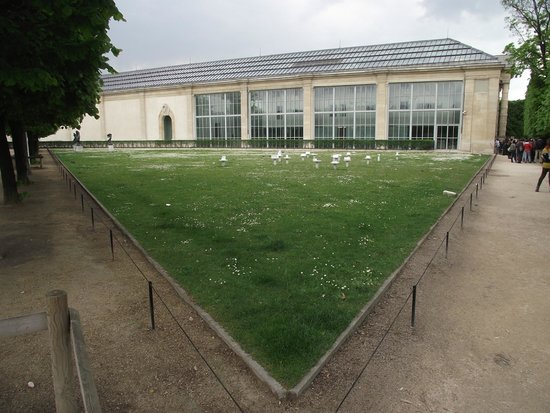 Lateral do mus e de l 39 orangerie picture of jardin des for Jardin orangerie