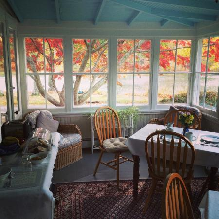 House on Chase Creek: The breakfast area