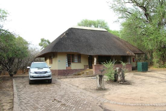 Bungalow picture of skukuza restcamp kruger national for Family cottages