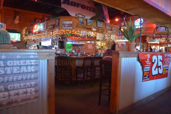 Inside On A Tuesday Night Busy Place Picture Of Texas Roadhouse Concord