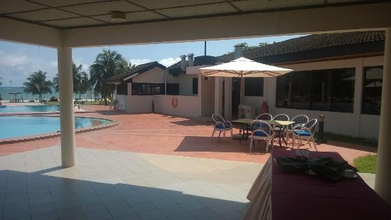 Busua Beach Resort: Pool Side