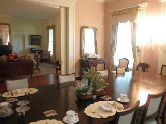 Hope Farm: Breakfast in the dining room