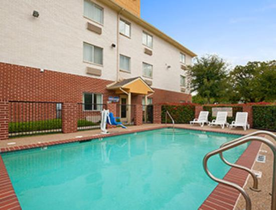 Days Inn & Suites Dallas