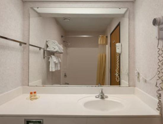 Jefferson City Days Inn: Bathroom