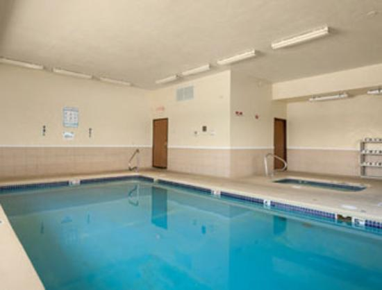 Jefferson City Days Inn: Pool