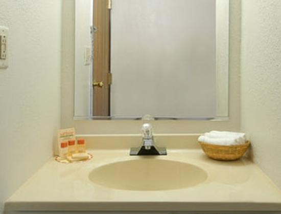 Farmer City, IL: Bathroom