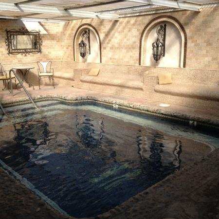 Tuscan Springs Hotel and Spa: Hot spring pool by sauna