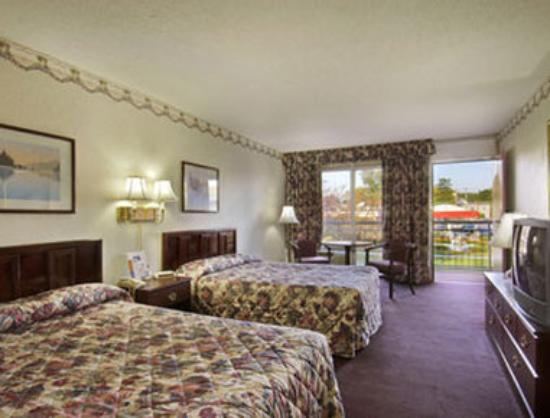 Howard Johnson Inn - Albany