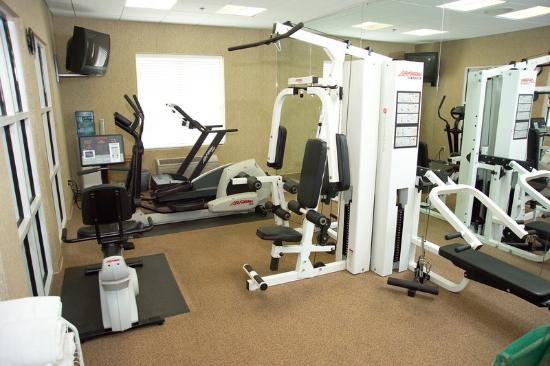 Fitness room picture of four points by sheraton fairview