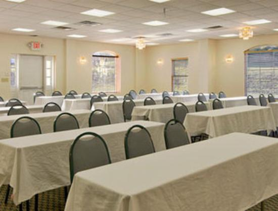 conference center picture of wingate by wyndham macon macon tripadvisor. Black Bedroom Furniture Sets. Home Design Ideas