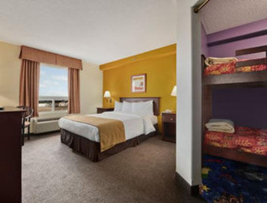 Super 8 Barrie: Family Suite