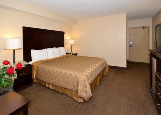 Photo of Rodeway Inn & Suites Bakersfield