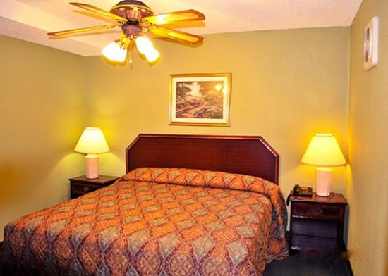 Photo of Rodeway Inn & Suites Smyrna