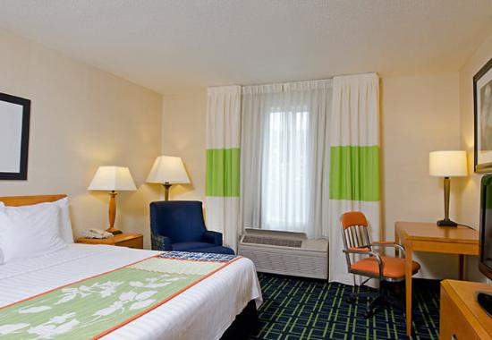 ‪Fairfield Inn & Suites Columbus East‬
