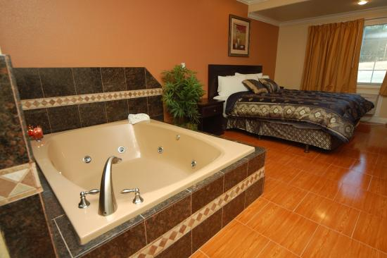 One king bed jacuzzi suite picture of monterey surf inn monterey tripadvisor for Monterey hotels 2 bedroom suites