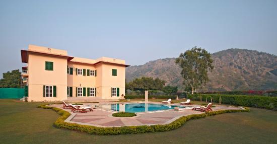 The Gateway Hotel Ramgarh Lodge Jaipur