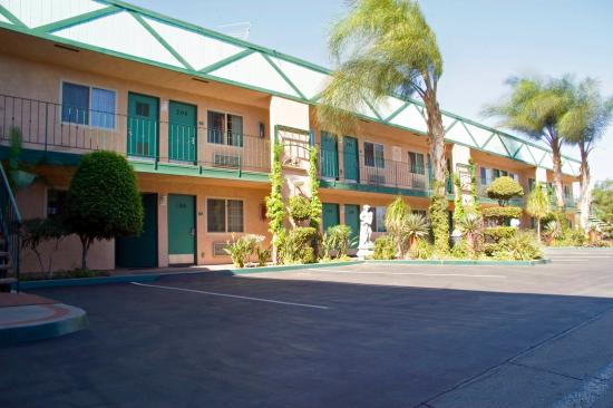 Americas Best Value Inn & Suites-Fontana