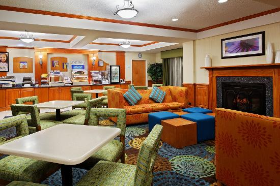 Holiday Inn Express & Suites Richmond - Brandermill - Hull St