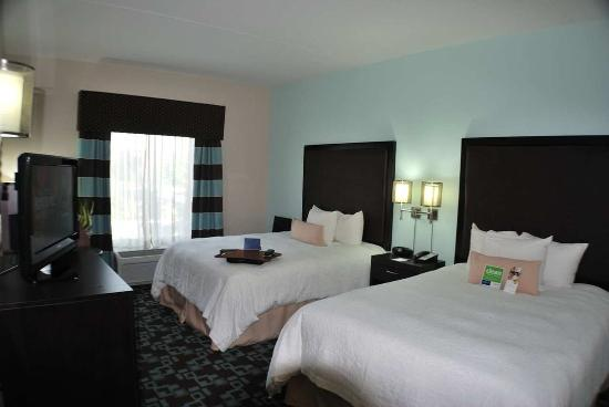 Photo of Hampton Inn & Suites Nashville @ Opryland