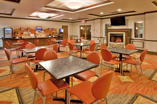 Photo of Holiday Inn Express Hotel & Suites Kansas City - Grandview