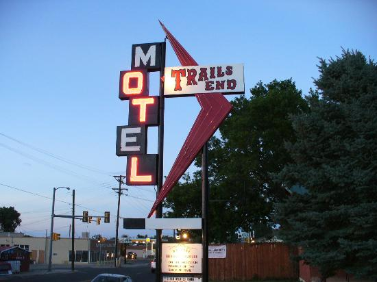 Trail's End Motel: Trails End sign at twilight