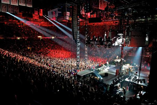 hot chili peppers concert